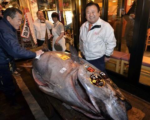Con cá ngừ đắt kỷ lục ở Nhật