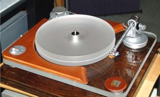 """Unison Research Giro – """"Đánh thức nụ tầm xuân"""" vinyl"""